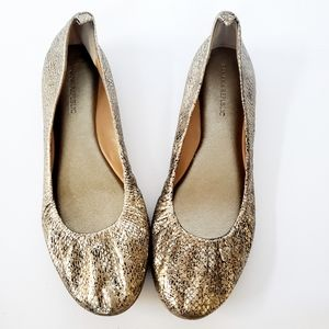 Banana Republic Gold Snakeskin Flats